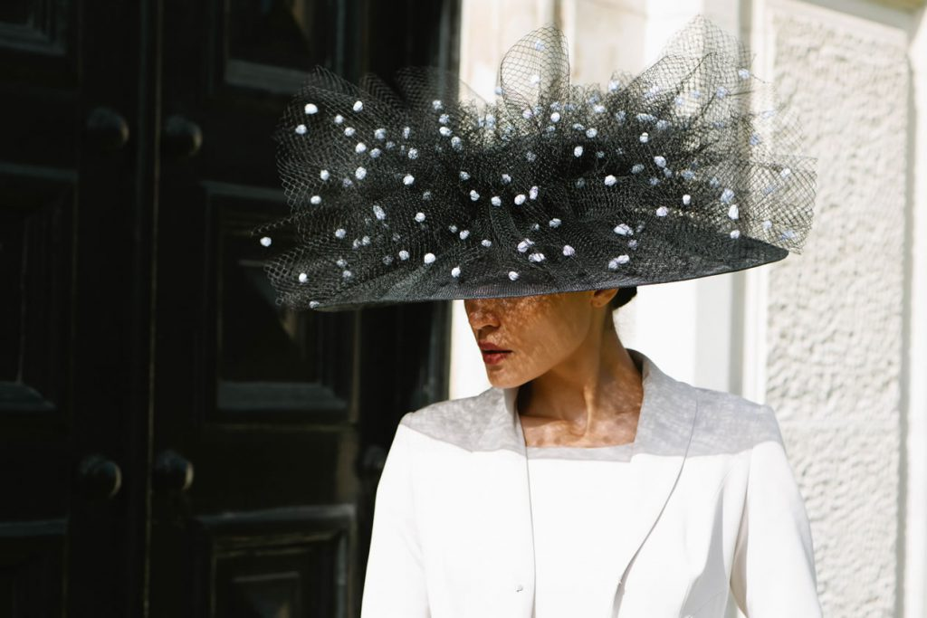 dotted veil hat